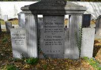 Westfriedhof IBK, Familiengrab Weiss-Adler.