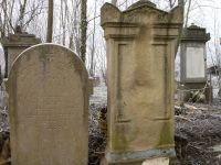 Grabstein von Moritz Löwenberg (links)