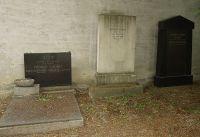 Grab von Josef Schenkel (links)