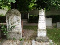 Erinnerung an Ludwig Mayer auf dem Grabstein seiner Eltern (rechts)