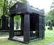Grabmal für Theodor Ritter von Taussig