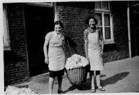 Ilse und Inge Brüll Niederlande, um 1940.