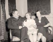 Konstantin und Raissa Umansky, mit ihrer Tochter Nina, 1939