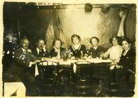 Familie Goldstern-Umansky im Weinhaus Mizzi Srarecek, Wien