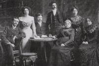 Geschwister Hirschfeld, v.l.n.r.: Jules, Leonie, Albert, Emile, Alice, Marie, Jeanne Hirschfeld