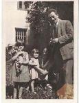Maximilian Blum mit Frau und den beiden Töchtern in Schwaz um 1930.