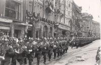 Hakenkreuz beflaggte Maria-Theresien-Straße zum Hitlerbesuch am 5./6. April 1938.