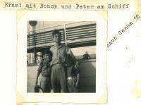 Ronny, Ernst und Peter Loewy, auf dem Schiff, September 1956
