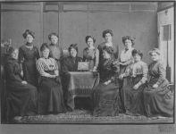 Damenkomitee zur finanziellen Unterstützung des Baus des Hohenemser Krankenhauses, um 1908