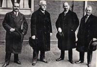 Richard Schüller (rechts) und Kanzler Johannes Schober (2.vr.) Den Haag, 1930