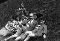 Familie Bauer und Freunde