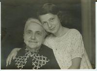 Henriette Burgauer-Neufeld und Grete Neufeld, um 1907